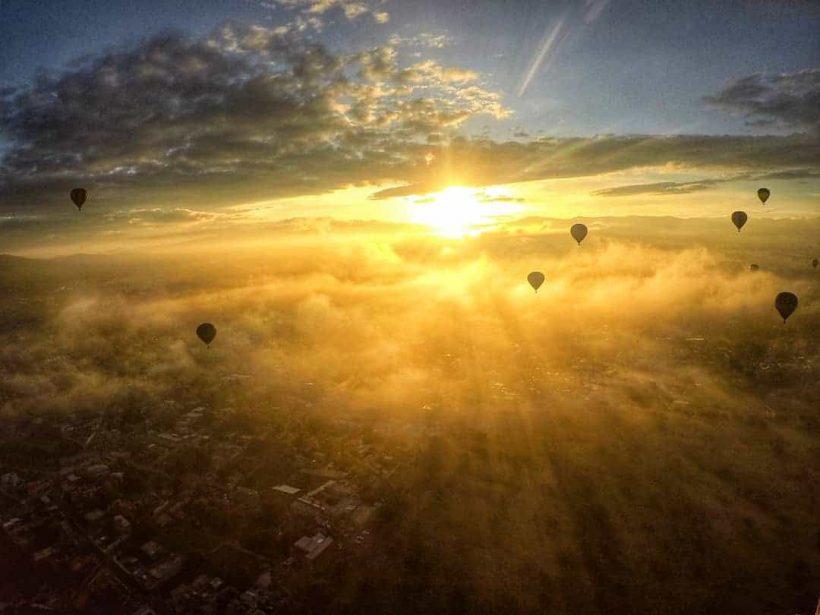 amanecer globos en teotihuacan