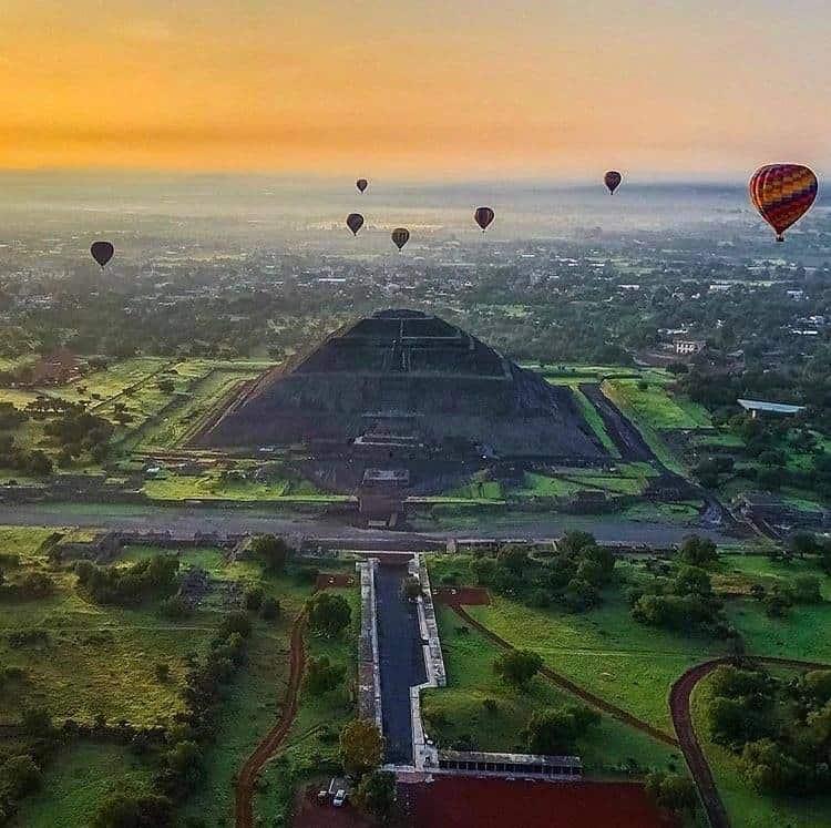 vuelo en globo aerostático sobre en las pirámides de Teotihuacán